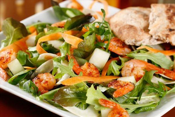 Salat med chilimarinerede rejer