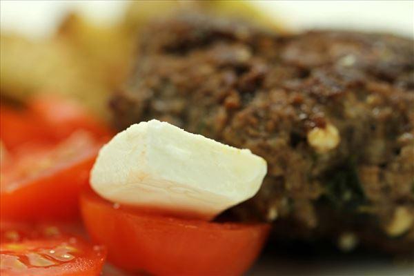 Græske hakkebøffer med timiankartofler