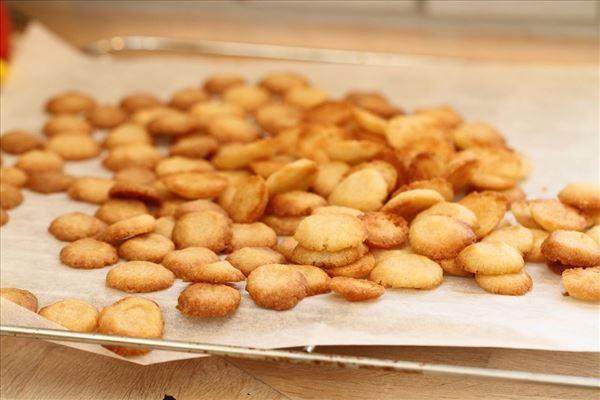 Flade pebernødder med hvid peber