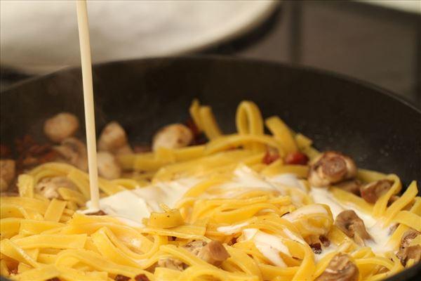 Frisk pasta med spinat, champignon og bacon
