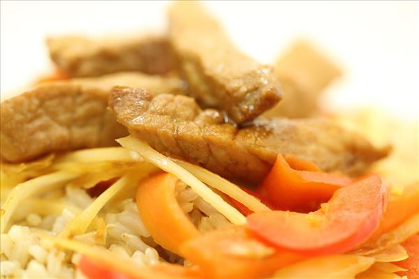 Wok med hvidkål og skinke
