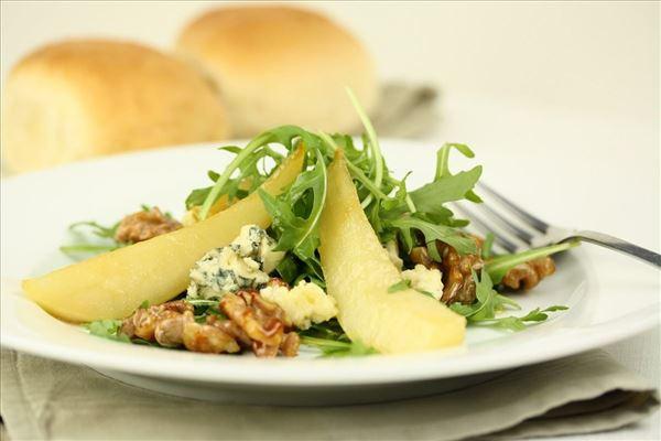 Pæresalat med blåskimmelost og valnødder