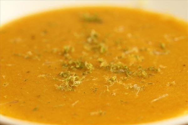 Cremet grønsags- og linsesuppe