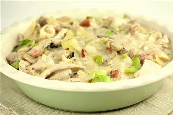 Kyllingepie med champignon, porre og bacon