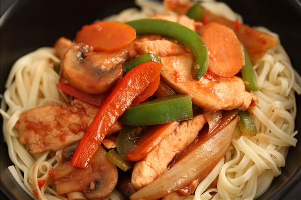 Stir fry med kylling og hoisinsauce
