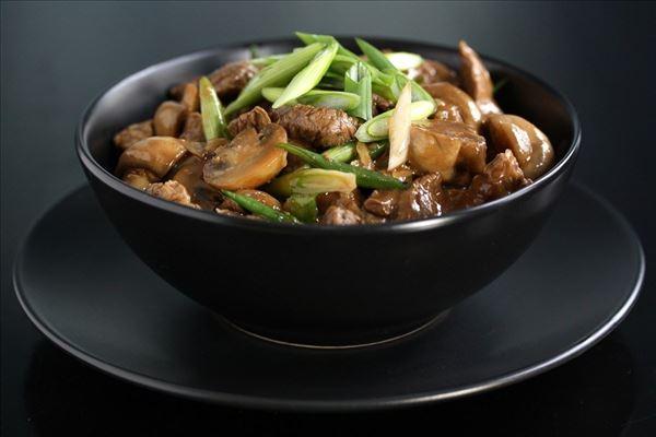 Oksekød og champignon i østerssauce