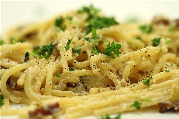 Spaghetti alla carbonara med hvidvin
