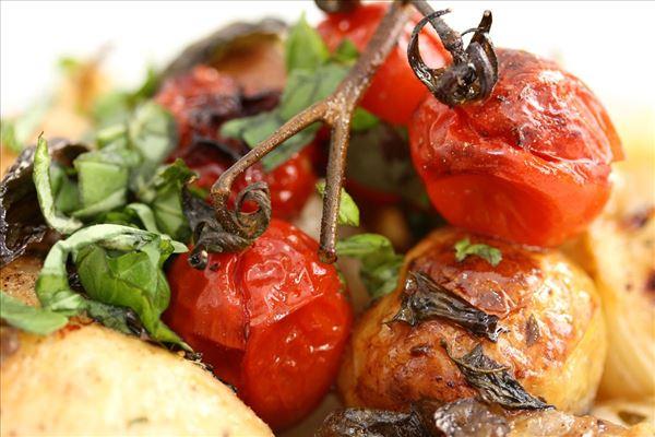 Kyllingefad med cherrytomater