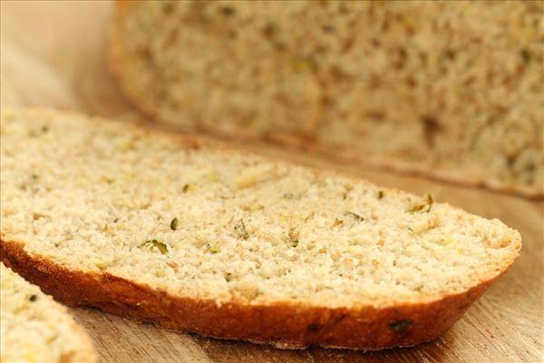 Squashbrød med salvie og oregano