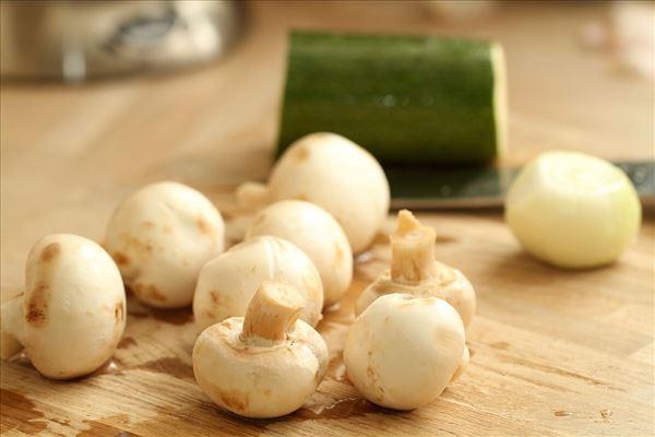 Champignon-squash-paté med ris og pinjekerner