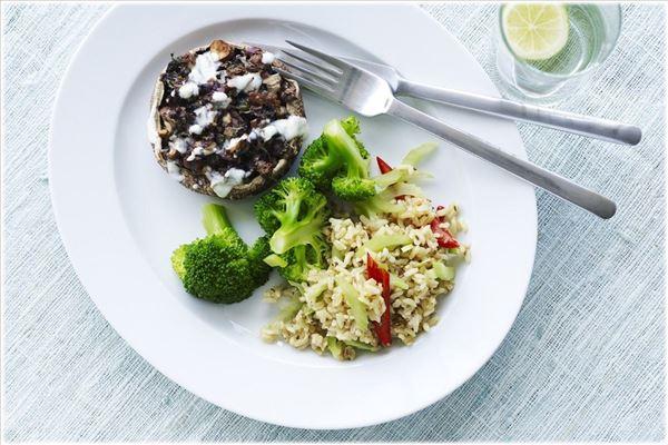 Bagt portobello med rissalat og broccoli