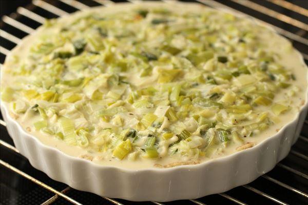 Øjvinds porretærte med ost og hvidløg