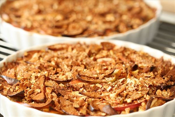 Æbletærte med fløde og kanel