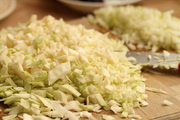 Hvidkålsgryde med skinke, karry og ris