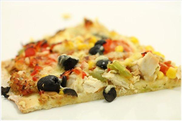 Kyllingepizza med tun og peberfrugter