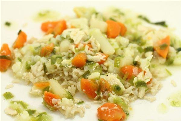 Hjemmelavet hønsefrikassé med brune ris