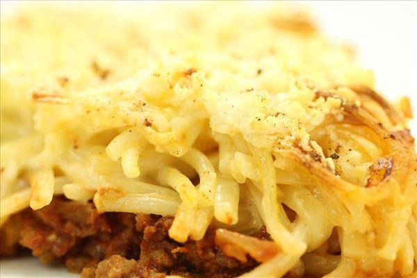 Spaghettifad med løg og fløde