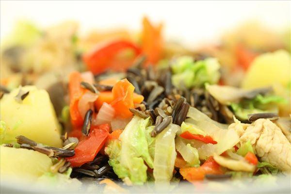 Kalkungryde med grønsager og vilde ris