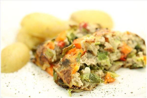 Fars med grønsager og kogte kartofler