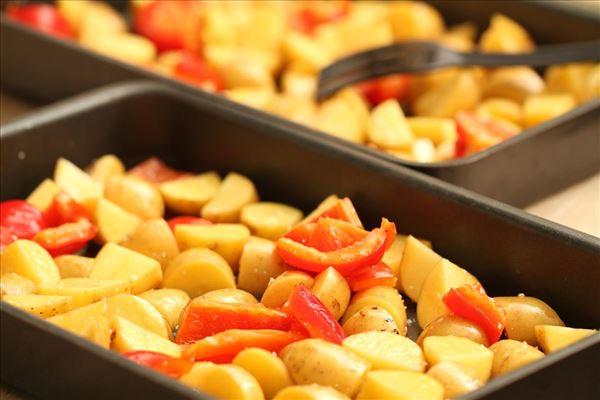 Glaseret lammekølle med bagte grønsager