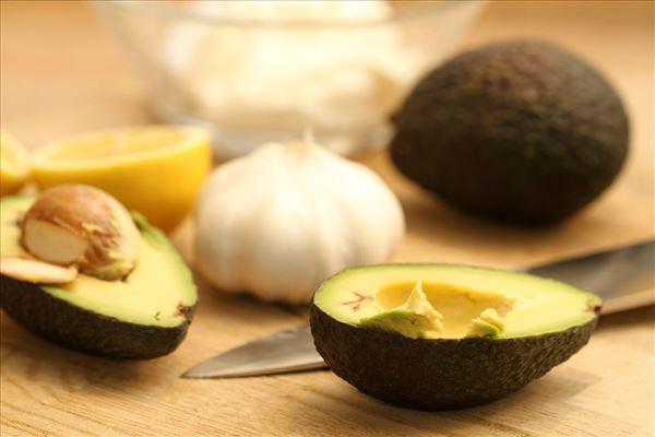 Avocado dip med hvidløg og citron (guacamole)