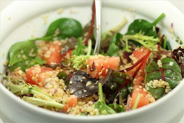 Sommersalat med couscous og vandmelon