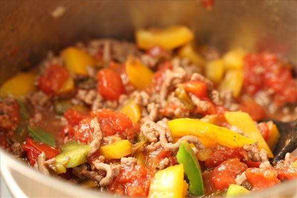 Tortelini i fad med peberfrugt og chili