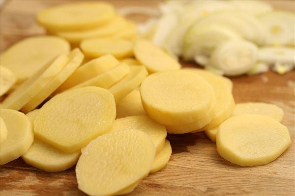 Kartoffelgratin med koteletter