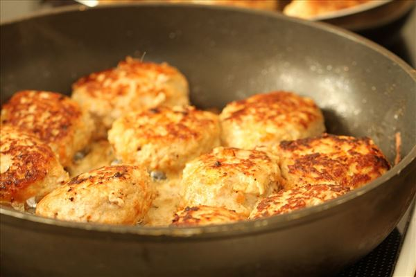 Gulerodsfrikadeller med kold kartoffelsalat
