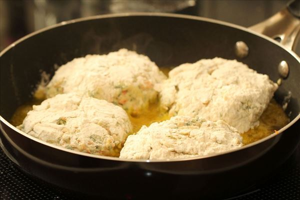 Courgette/gulerod bøffer med peberfrugtsalat