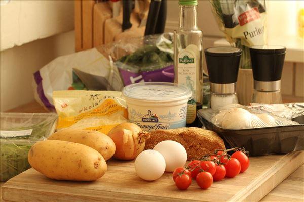 Kartoffeltærte med svampe og spinat