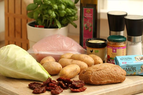 Kalkunroulade med basilikumsauce og kartofler
