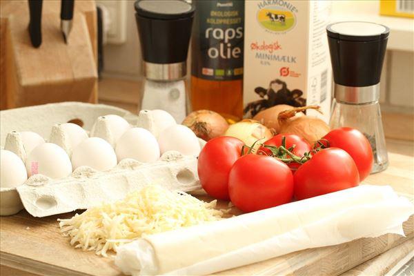 Tomattærte med løg og ost