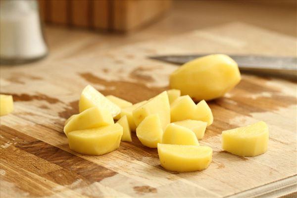 Kartoffelfrikadeller med løg og æg
