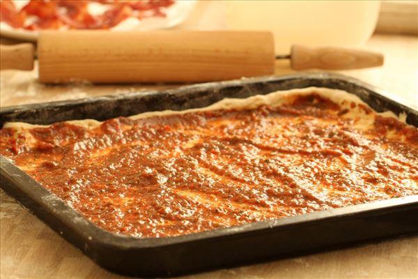 Pizza med oksekød og bacon