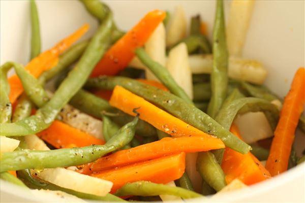 Culottesteg med marinerede grøntsager og dip