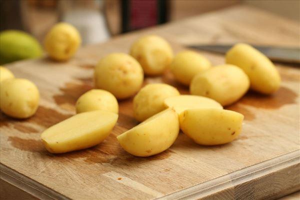 Kalkunfrikadeller med chili og nye kartofler