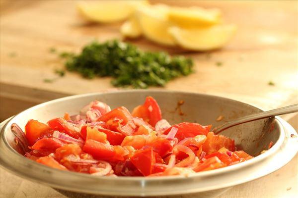 Stegte rødspætter med tomatkompot
