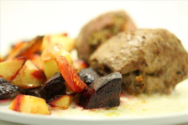 Bacchus boeuf med rodfrugter og gorgonzolasauce