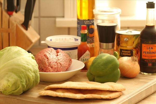 Pitabrød med skinkekød og ananas
