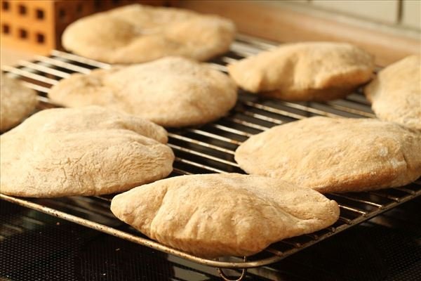 Hjemmebagte pitabrød med oksekødsfyld