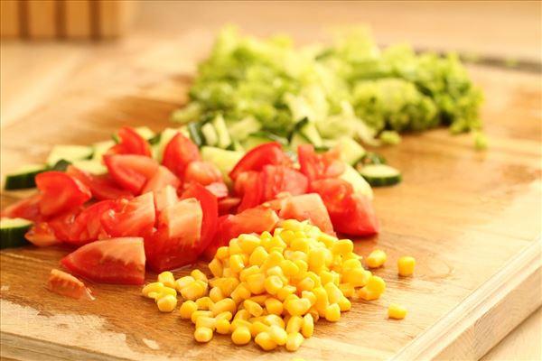 Rødbedebøffer med ris og salat