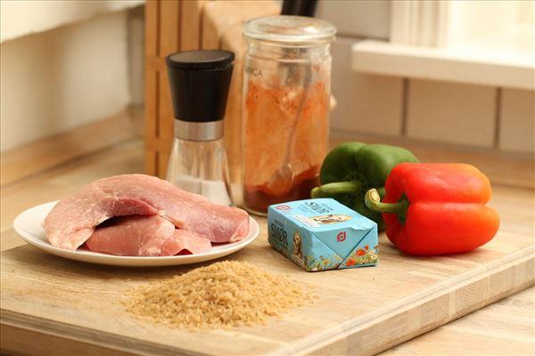Paprikaschnitzel med peberfrugt og ris