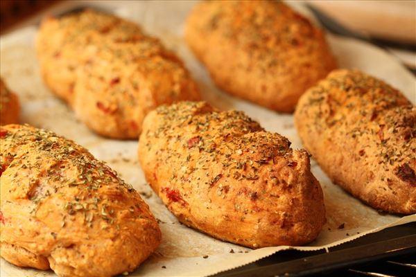 Boller/flütes med tomat og hvidløg