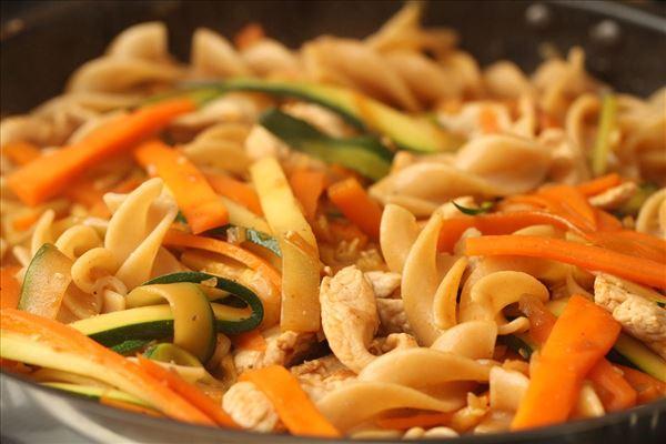 Orientalsk gryde med pasta