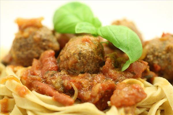 Italienske kødboller med parmesan i tomatsauce