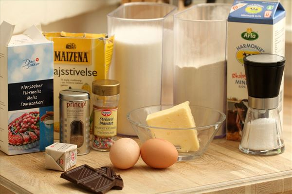 Fastelavnsboller med creme og chokolade