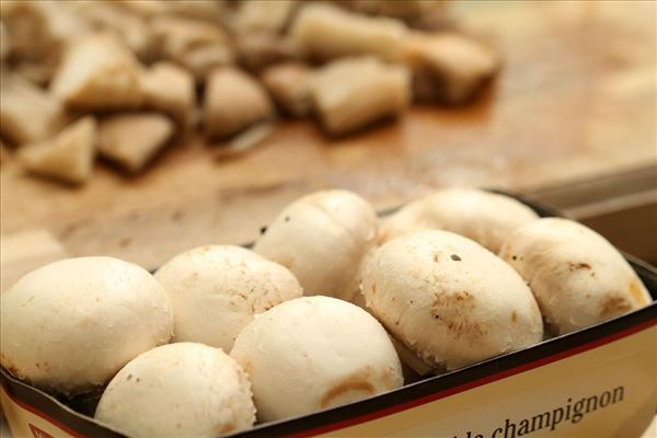 Mørbradbøffer med svampesauce og kartofler