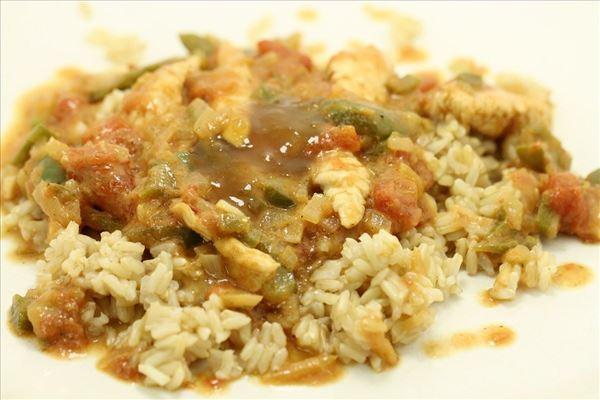 Kalkun med karry og kokos serveret med ris
