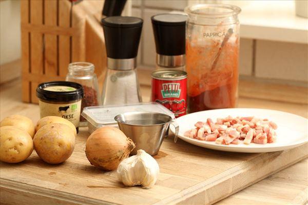Spansk bondesuppe med kartofler og chili